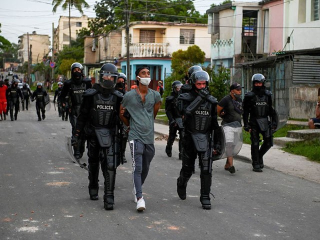 cuba-continues-home-invasions-against-protesters-three-weeks-after-national-marches